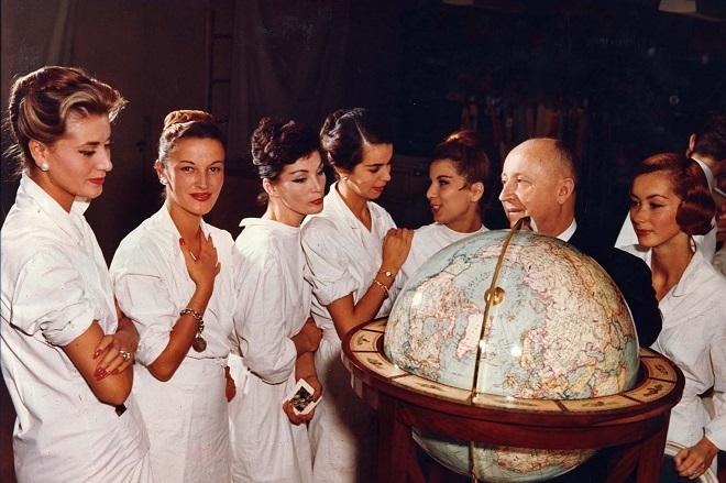 Dior: 70 χρόνια υπεροχής στην πρώτη αναδρομική έκθεση του οίκου