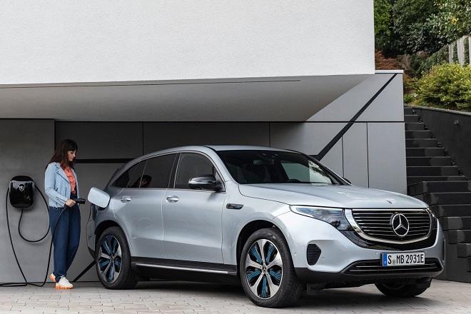 Οι αυτοκινητοβιομηχανίες προετοιμάζουν τα εργοστάσιά τους για την ηλεκτροκίνηση