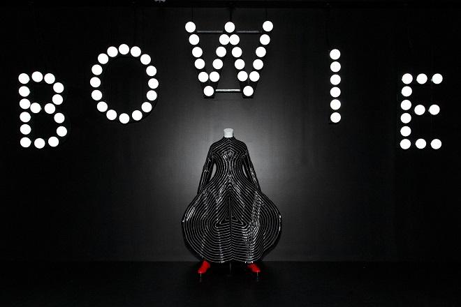 Μια νέα ματιά στην έκθεση «David Bowie Is» από… το κινητό σας τηλέφωνο