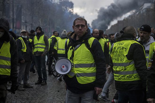 «Κίτρινα γιλέκα»: Σε κατάσταση συναγερμού η Γαλλία παραμονή των διαδηλώσεων