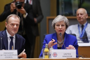 epa07188741 British Prime Minister Theresa May (C) and European Union Council President Donald Tusk (L) talk during the European council in Brussels, Belgium, 25 November 2018. According to reports, the leaders of the 27 remaining EU member countries (EU27) have endorsed the draft Brexit withdrawal agreement and approved the draft political declaration on future EU-UK relations in a special meeting of the European Council on Britain leaving the EU under Article 50.  EPA/OLIVIER HOSLET / POOL