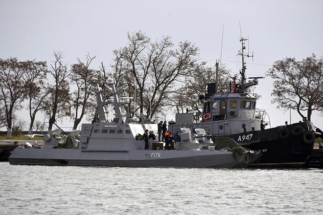 Μέρκελ και Μακρόν ζητούν από τη Ρωσία να απελευθερώσει τους συλληφθέντες Ουκρανούς ναύτες