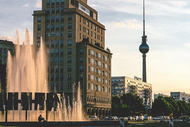 Tο Βερολίνο «παγώνει» τα ενοίκια για πέντε χρόνια σε μια απόφαση σταθμό