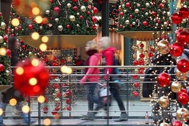 Σε βελτίωση του χριστουγεννιάτικου τζίρου ελπίζει η αγορά – Τι ψώνια θα κάνουν οι καταναλωτές