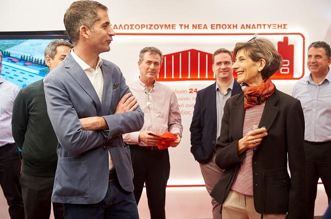 Η Πρέσβης της Βρετανίας και ο Κώστας Μπακογιάννης στο Σχηματάρι Mega-Plant