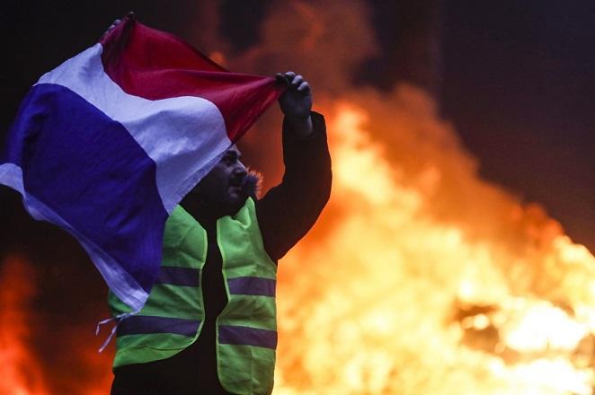 Σε μαζικές συλλήψεις θα προχωρά η γαλλική αστυνομία για τα «Κίτρινα Γιλέκα»