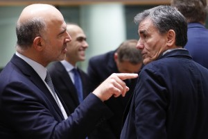 epa07205890 Pierre Moscovici, the European Commissioner for Economic and Financial Affairs and Taxation and Greek Finance Minister Euclid Tsakalotos (R) during Eurogroup Finance Ministers' meeting in Brussels, Belgium, 03 December 2018.  EPA/OLIVIER HOSLET