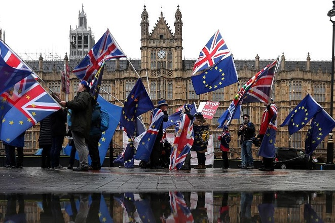 Θα μετανιώναμε «για πάντα» ένα Brexit χωρίς συμφωνία προειδοποιεί υπουργός