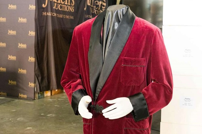 hefner-robe