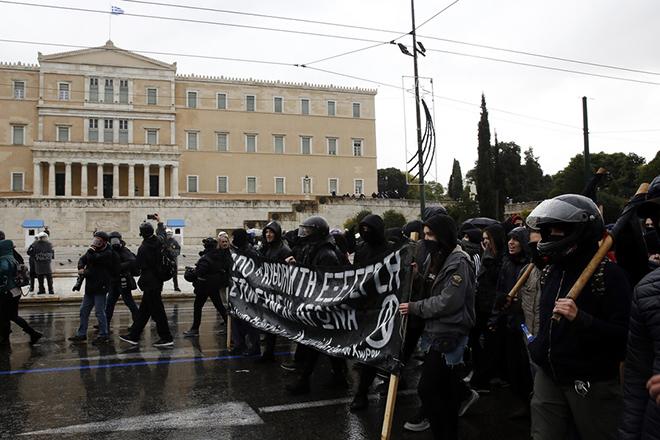 Μαθητές πραγματοποιούν συγκέντρωση στα Προπύλαια και πορεία διαμαρτυρίας στο κέντρο της Αθήνας στη μνήμη του Αλέξανδρου Γρηγορόπουλου, την Πέμπτη 06 Δεκεμβρίου 2018, ο οποίος σκοτώθηκε πριν από δέκα χρόνια στα Εξάρχεια. Συγκεντρώσεις και πορείες θα γίνουν σε Αθήνα, Θεσσαλονίκη και σε πλήθος πόλεων της Ελλάδας. ΑΠΕ-ΜΠΕ/ΑΠΕ-ΜΠΕ/ΑΛΕΞΑΝΔΡΟΣ ΒΛΑΧΟΣ