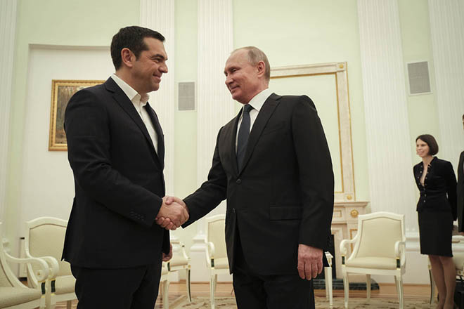 (Ξένη Δημοσίευση)  Ο Ρώσος Πρόεδρος, Βλαντίμιρ Πούτιν (Δ) υποδέχεται τον πρωθυπουργό Αλέξη Τσίπρα (Α), κατά τη διάρκεια της συνάντησής τους, την Παρασκευή 7 Δεκεμβρίου 2018, στο Κρεμλίνο. Ο πρωθυπουργός πραγματοποιεί επίσκεψη εργασίας στη Μόσχα, όπου θα συναντηθεί με τον Ρώσο Πρόεδρο, Βλαντίμιρ Πούτιν και τον πρωθυπουργό Ντμίτρι Μεντβέντεφ. ΑΠΕ-ΜΠΕ/ΓΡΑΦΕΙΟ ΤΥΠΟΥ ΠΡΩΘΥΠΟΥΡΓΟΥ/Andrea Bonetti