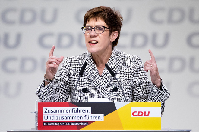 Η Άνεγκρετ Κραμπ-Καρενμπάουερ νικήτρια στον α' γύρο για την εκλογή νέου προέδρου του CDU