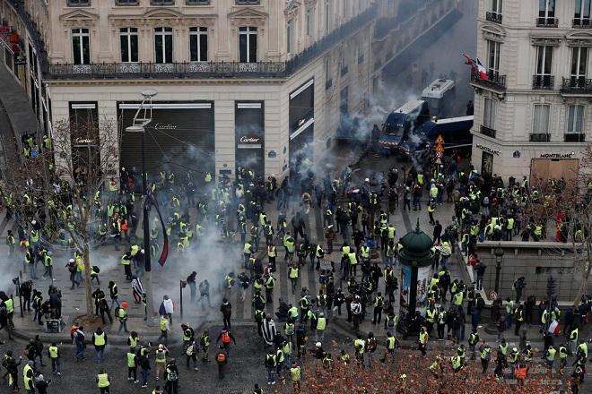 yellow vests protest paris 1