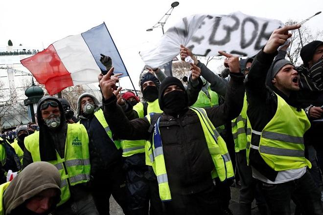 yellow vests protest paris 2