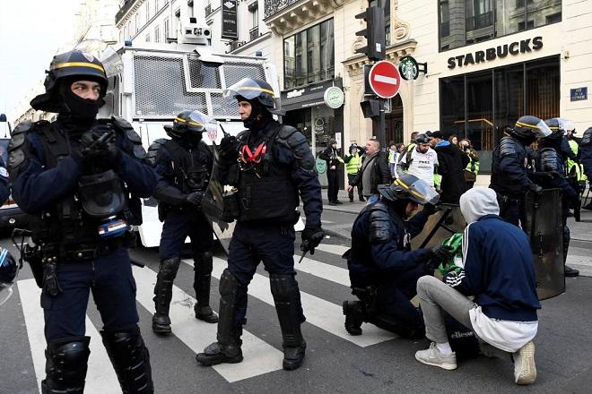 yellow vests protest paris 3