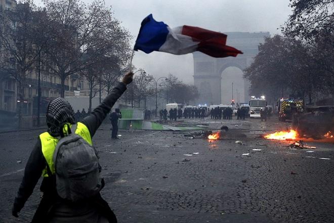 Σε συναγερμό η Γαλλία: Νέες διαδηλώσεις των «κίτρινων γιλέκων» στον απόηχο της επίθεσης στο Στρασβούργο