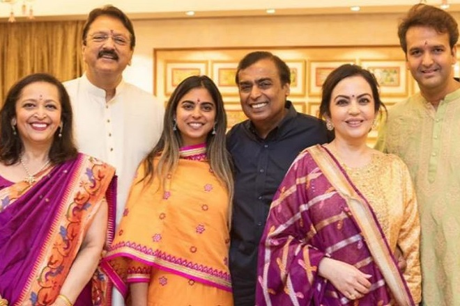 Αστέρες του Μπόλιγουντ και επίδειξη πλούτου στον γάμο της κόρης του πλουσιότερου άνδρα της Ινδίας