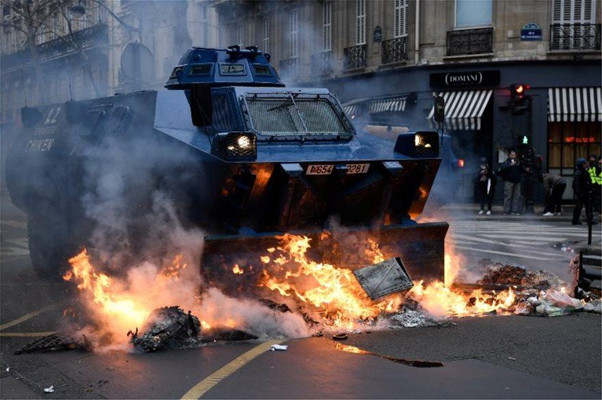 Παρίσι-κίτρινα γιλέκα: Συμπλοκές και 1.000 προσαγωγές, 720 άνθρωποι υπό κράτηση