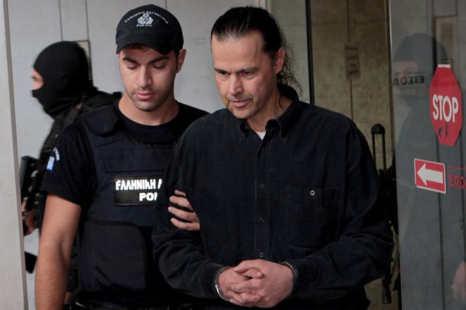 Ο καταδικασθείς για την υπόθεση της «17 Νοέμβρη», Σάββας Ξηρός  εξέρχεται από τα δικαστήρια Πειραιά, συνοδεία ανδρών της αντιτρομοκρατικής υπηρεσίας και της ασφάλειας, την Τρίτη 14 Οκτωβρίου 2014. Ο Σ. Ξηρός έχει ζητήσει να διακοπεί η κράτησή του στο σωφρονιστικό ίδρυμα Κορυδαλλού, για λόγους υγείας και  στο δικαστήριο παρουσίασε τις σχετικές πραγματογνωμοσύνες. ΑΠΕ-ΜΠΕ/ΑΠΕ-ΜΠΕ/Παντελής Σαΐτας