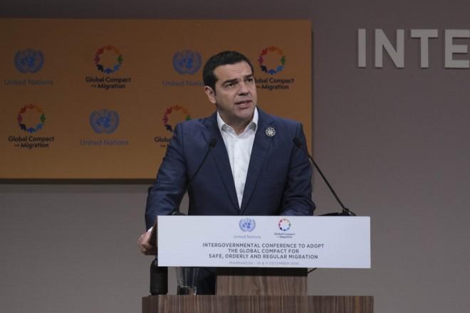 (Ξένη Δημοσίευση)  Ο πρωθυπουργός, Αλέξης Τσίπρας μιλάει, στη Διακυβερνητική Διάσκεψη για την υιοθέτηση του Παγκόσμιου Συμφώνου για την Ασφαλή, Ομαλή και Τακτική Μετανάστευση, που ξεκίνησε τη Δευτέρα 10 Δεκεμβρίου 2018, στο Μαρακές. Κατά τη διάρκεια της γενικής συζήτησης στην Ολομέλεια της Διάσκεψης, ο πρωθυπουργός θα εκφωνήσει ομιλία για τις θέσεις της Ελλάδας σχετικά με το Σύμφωνο, ενώ στο περιθώριο των εργασιών πρόκειται να πραγματοποιήσει διμερείς επαφές, μεταξύ των οποίων με την πρόεδρο της Γενικής Συνέλευσης των Ηνωμένων Εθνών, Μαρία Φερνάντα Εσπινόσα Γκαρσές και τον αντιπρόεδρο της Διεθνούς Επιτροπής του Ερυθρού Σταυρού, Ζιλ Καρμπονιέ.  ΑΠΕ-ΜΠΕ/ΓΡΑΦΕΙΟ ΤΥΠΟΥ ΠΡΩΘΥΠΟΥΡΓΟΥ/Andrea Bonetti