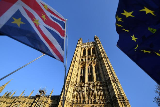 Συμβιβασμός στο «παρά πέντε» για το Brexit- Ψηφίζεται στη Βουλή των Κοινοτήτων η νέα συμφωνία