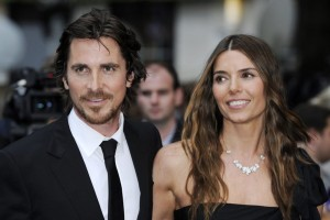 epa03310386 British actor/cast member Christian Bale (L) and his wife Sibi Blazic (R) arrive for the European premiere of 'The Dark Knight Rises' at Leicester Square in London, Britain, 18 July 2012. The movie opens in British theatres on 20 July.  EPA/FACUNDO ARRIZABALAGA