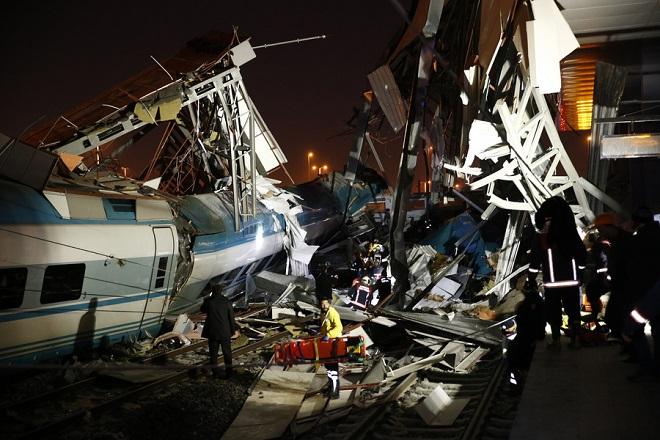 Εκτροχιασμός τρένου στην Άγκυρα- Τουλάχιστον εννέα νεκροί και 47 τραυματίες (Φωτογραφίες)