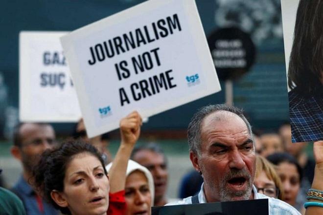 Ιστορικό υψηλό πλησιάζει ο αριθμός των φυλακισμένων δημοσιογράφων παγκοσμίως