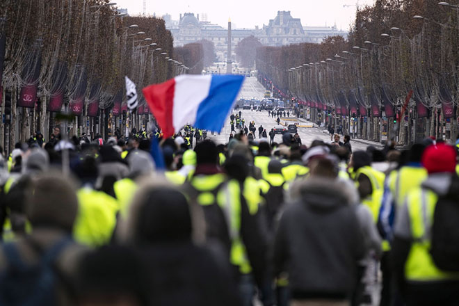 epa07233164 Protesters gather during a Yellow Vest demonstration on the Champs Elysees in Paris, France, 15 December 2018. The so-called 'gilets jaunes' (yellow vests) is a protest movement, which reportedly has no political affiliation, that continues protests across the nation over high fuel prices.  EPA/ETIENNE LAURENT