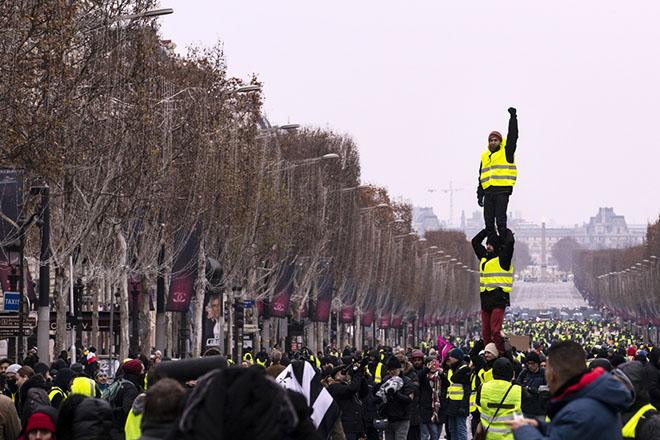 Για μία «κίτρινη νύχτα» διαδηλώσεων ετοιμάζονται τα «κίτρινα γιλέκα» στη Γαλλία