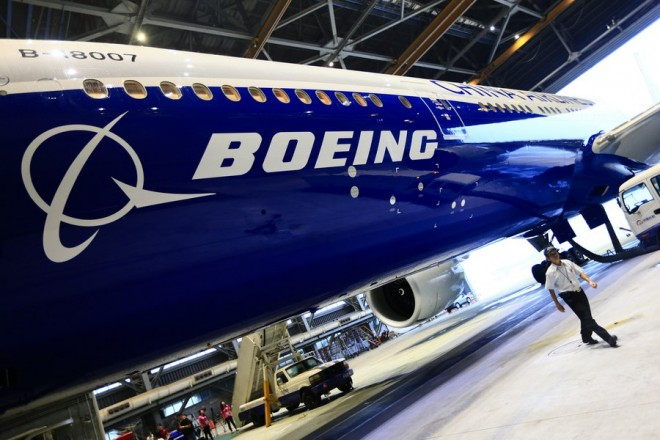 epa06487595 (FILE) - A man walks under a Boeing 777 plane at Taoyuan airport, in Taoyuan, Taiwan, 14 June 2016 (re-issued 31 January 2018). Boeing will release their 4th quarter 2017 results on 31 January 2018.  EPA/RITCHIE B. TONGO