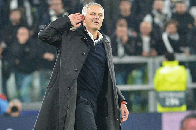 epa07238286 (FILE) - Manchester United's coach Jose Mourinho reacts at the end of of the UEFA Champions League Group H soccer match Juventus FC vs Manchester United FC at the Allianz Stadium in Turin, Italy, 07 November 2018. Mourinho was sacked by Manchester United 18 December 2018.  EPA/ALESSANDRO DI MARCO