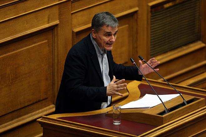 Ο υπουργός Οικονομικών Ευκλείδης Τσακαλώτος μιλάει από το βήμα στην ολομέλεια της Βουλής στη συζήτηση για τον Προϋπολογισμό του έτους 2019, Αθήνα, Τρίτη 18 Δεκεμβρίου 2018. Η συζήτηση ολοκληρώνεται αργά το βράδυ με την υπερψήφιση η καταψήφιση του. ΑΠΕ-ΜΠΕ/ΑΠΕ-ΜΠΕ/ΟΡΕΣΤΗΣ ΠΑΝΑΓΙΩΤΟΥ