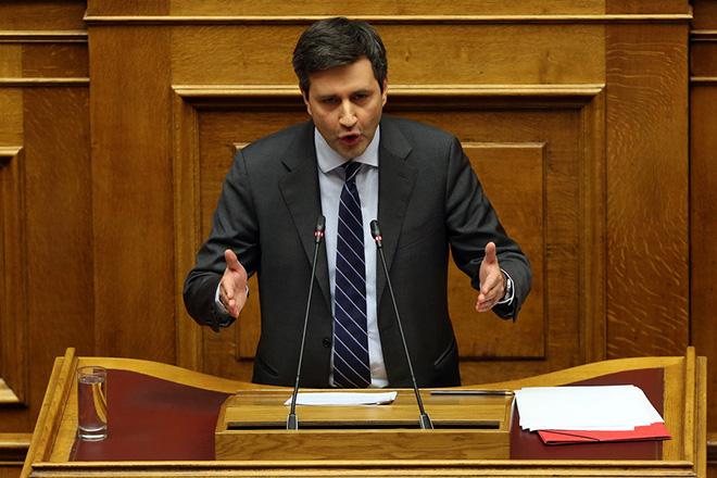 Ο αναπληρωτής υπουργός Οικονομικών Γιώργος Χουλιαράκης στο βήμα της ολομέλειας της Βουλής στη συζήτηση για τον Προυπολογισμό του έτους 2019, Αθήνα, Τρίτη 18 Δεκεμβρίου 2018. Η συζήτηση ολοκληρώνεται αργά το βράδυ με την υπερψήφιση η καταψήφιση του. ΑΠΕ-ΜΠΕ/ΑΠΕ-ΜΠΕ/ΟΡΕΣΤΗΣ ΠΑΝΑΓΙΩΤΟΥ