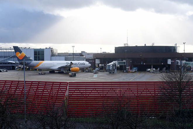 epa07242315 Planes are grounded on Gatwick airport in Sussex, southeast, England, 20 December 2018. According to media reports, the runway for Britain's second busiest airport Gatwick was shut down by authorities after sightings of drones flying near the area. The incident disrupted air traffic and caused the suspension of all flights in and out of the airfield, with 110,000 passengers on 760 flights were due to fly from Gatwick.  EPA/FACUNDO ARRIZABALAGA