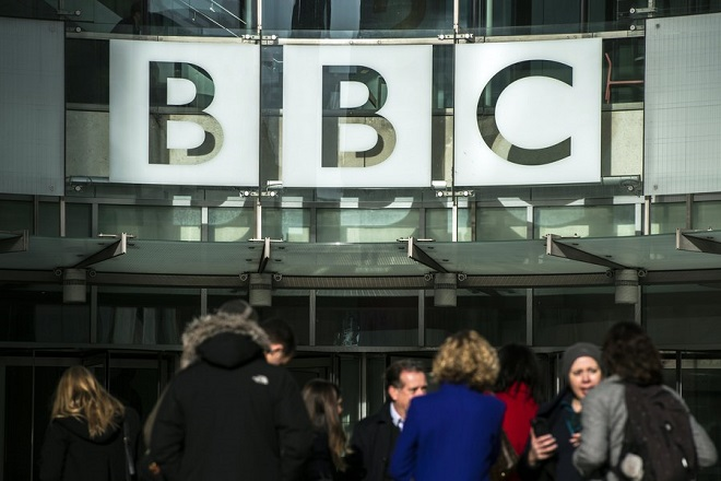 epa06486020 A photograph showing the British Broadcasting Corporation (BBC) headquarters in Central London, Britain, 30 January 2017. A pay review published by BBC today has stated there is 'no gender bias between employees' at the organisation, however some male presenters have agreed to have their pay cut to help pay for pay parity between men and women working at the organisation.  EPA/WILL OLIVER