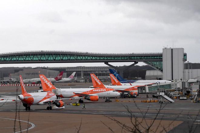 Κανονικά οι πτήσεις στο αεροδρόμιο του Gatwick παρά τις θεάσεις drones