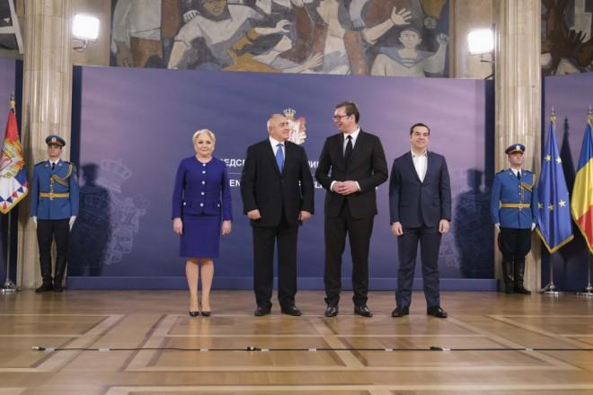 (Ξένη δημοσίευση) Η πρωθυπουργός της Ρουμανίας, Βιόριτσα Ντάντσιλα (Α), ο πρωθυπουργός της Βουλγαρίας, Μπόικο Μπορίσοφ (2Α), ο Πρόεδρος της Σερβίας, Αλεξάνταρ Βούτσιτς (3Α) και ο πρωθυπουργός της Ελλάδος, Αλέξης Τσίπρας (Δ) παρευρίσκονται στην τετραμερή συνάντηση ηγετών στο Βελιγράδι, Σάββατο 22 Δεκεμβρίου 2018. Στην Τετραμερή Σύνοδο Συνεργασίας ανακοινώθηκε ότι η Ελλάδα, η Σερβία, η Ρουμανία και η Βουλγαρία θα καταθέσουν κοινή υποψηφιότητα για την ανάληψη του EURO 2028 και του Μουντιάλ 2030. ΑΠΕ-ΜΠΕ/ ΓΡΑΦΕΙΟ ΤΥΠΟΥ ΠΡΩΘΥΠΟΥΡΓΟΥ/ Andrea Bonetti
