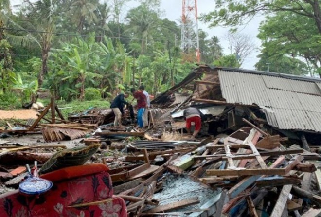 Τραγωδία στην Ινδονησία: Πάνω από 220 νεκροί και εκατοντάδες τραυματίες από τσουνάμι μετά από έκρηξη ηφαιστείου