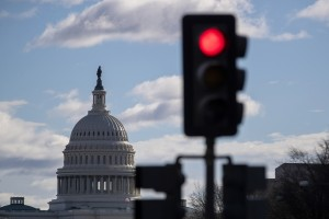 epa07245300 A red traffic light is backdropped by the dome of the US Capitol in Washington, DC, USA, 22 December 2018. A partial US government shutdown began at midnight when a funding agreement between Congress and US President Donald J. Trump could not be reached.  EPA/ERIK S. LESSER