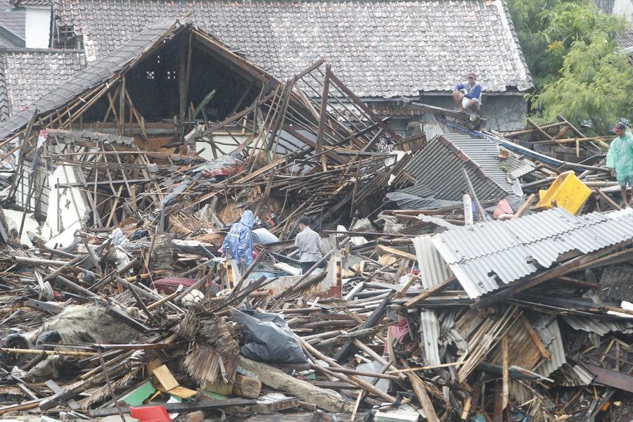 Τι προκάλεσε το τσουνάμι που οδήγησε στον θάνατο εκατοντάδες ανθρώπους στην Ινδονησία