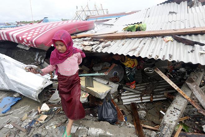 Στους 429 ανέρχονται οι νεκροί από το φονικό τσουνάμι στην Ινδονησία