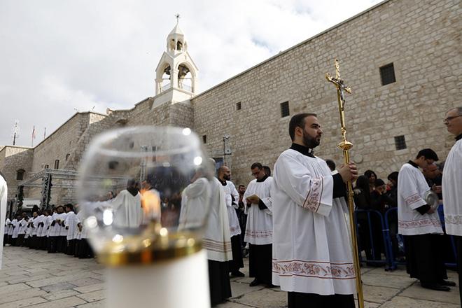 Χιλιάδες πιστοί και φέτος επισκέπτονται τον Ναό της Γεννήσεως στη Βηθλεέμ