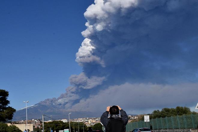 «Ξύπνησε» το ηφαίστειο της Αίτνα στην Ιταλία