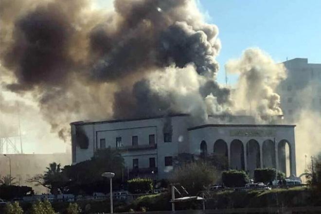 Επίθεση βομβιστών αυτοκτονίας στο υπουργείο Εξωτερικών της Λιβύης