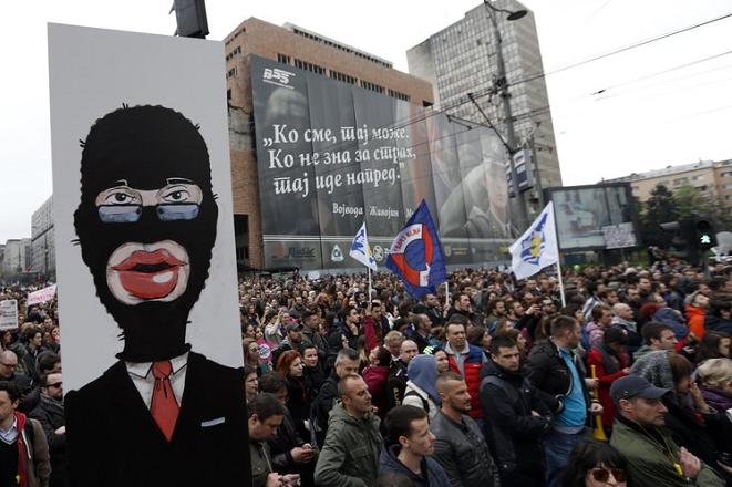 «Θερμός Δεκέμβρης» στο Βελιγράδι με τους πολίτες στους δρόμους