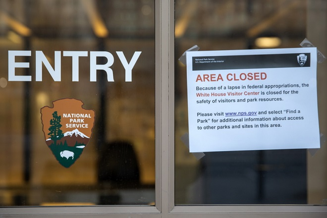 epa07250374 A sign announces the closure of the White House Visitor Center near the White House in Washington, DC, USA, 27 December 2018. The US government continues into a sixth day of a partial shutdown as Congress and US President Donald J. Trump are at an impasse on the funding of Trump's proposed southern border barrier.  EPA/ERIK S. LESSER