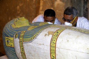 epa07186613 Egyptian archaeologists move the cover of an intact sarcophagus, inside Tomb TT33 in Luxor, 700km south of Cairo, Egypt, 24 Novmber 2018. Earlier this month the French mission in Luxor disocvered an intact sarcophagus. The sarcophagus revealed a mummy of a woman called Thuya. French Professor Frederic Colin, head of the French mission in Tomb TT33 where the sarcophagus was found, said that the sarcophagus dates to the 18th dynasty and inside it a well-preserved mummy wrapped in linen was found.  EPA/KHALED  ELFIQI
