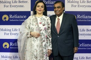 epa06864907 Mukesh Ambani (R), Chairman and Managing Director of Reliance Industries Limited, along with his wife Nita Ambani (L), arrive at the company's 41st annual general meeting in Mumbai, India, 05 July 2018.  EPA/DIVYAKANT SOLANKI