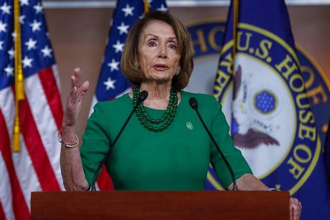 Νάνσι Πελόζι: η κυρία Speaker «θα σου πάρει το κεφάλι χωρίς καν να καταλάβεις ότι αιμορραγείς»